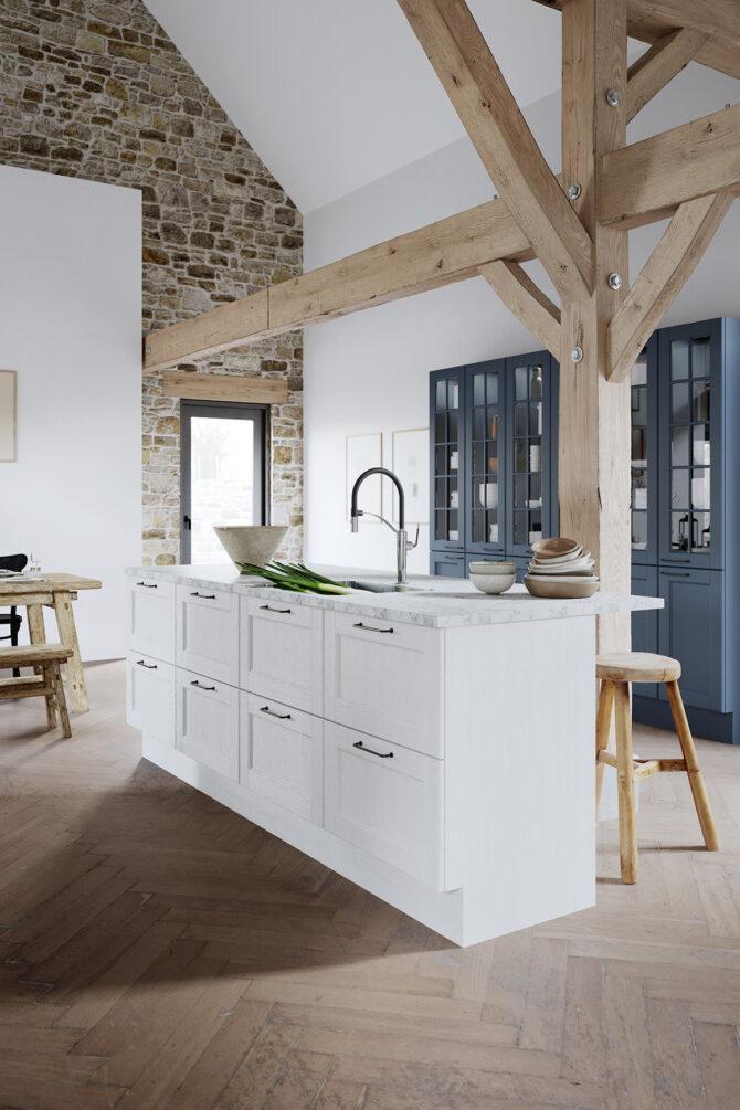 aubo skagerak køkken i hvid med blå vitrineskabe