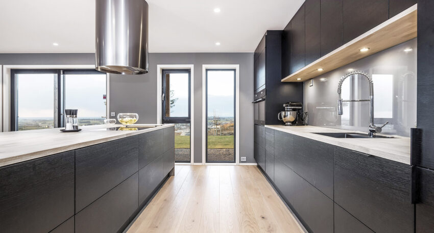 aubo black oak køkken i sort