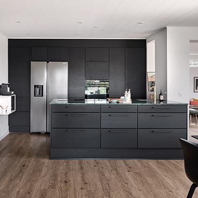 aubo melinga køkken i sort med køkkenø