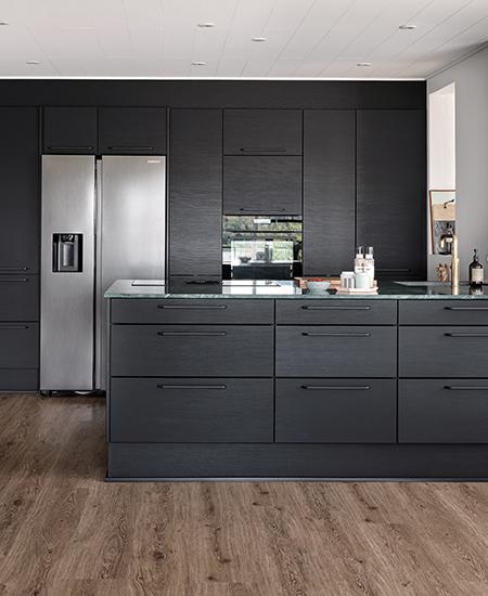 aubo melinga køkken i sort med grøn stenbordplade